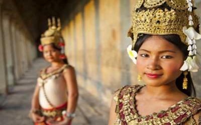 Dancers in Angkor wat Temple