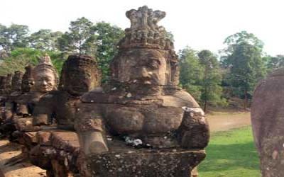 Bridge to Angkor Thom