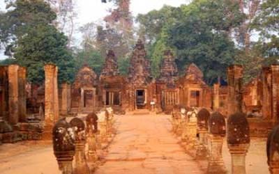 Banteay Srei temple walkway