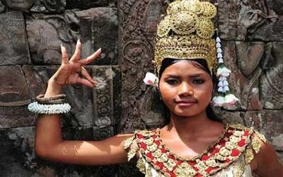 Angkor wat Assara dancer