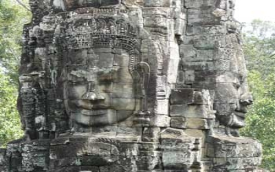 Angkor Thom 200 Large Buddha heads